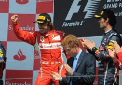 Alonso se favoreci� por el error del box Red Bull